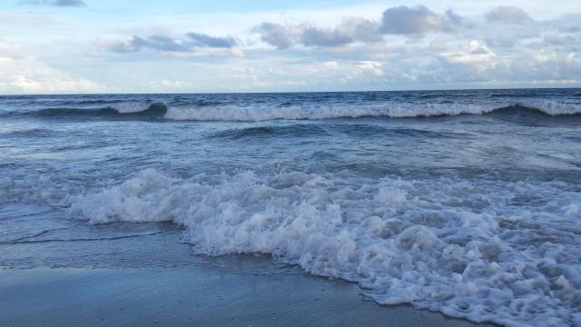 ocean_waves_myrtlebeach