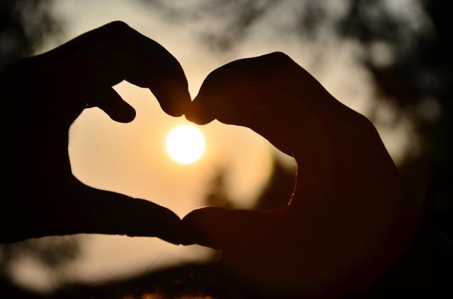 heart_hands_sun