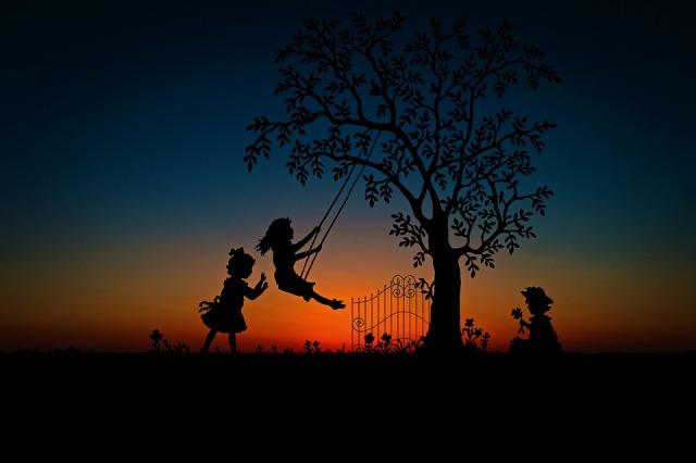 children_swing_tree_dusk