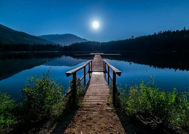 boardwalk_moon_sky